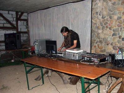DJ w klubie Hacjenda