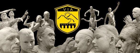 Gliniane postacie i logo Via Sudetica