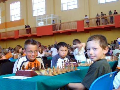 Kacper Grela podczas szachowego pojedynku