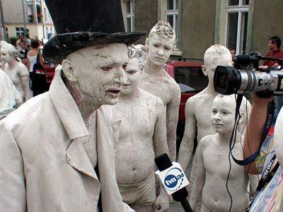 Bogusław Nowak udziela wywiadu dziennikarzowi TVN24