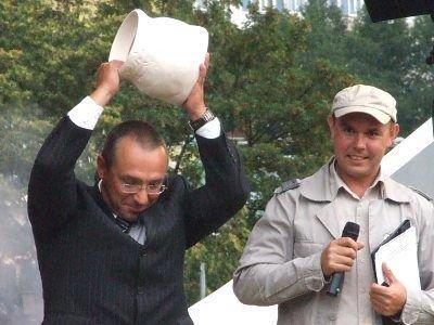 Prezydent Piotr Roman rozbija garnek