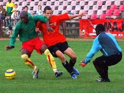 Piłkarze Kamerunu i Zagłębia Lubin