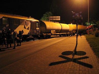 Pociąg na przejeździe przez ulicę Cieszkowskiego