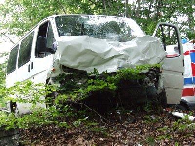 Rozbity przód Forda Transita