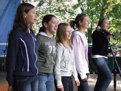 Dziewczynki w czasie występu