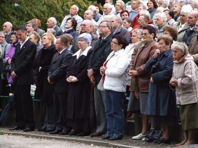 Ludzie podczas mszy polowej