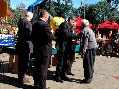 Jerzy Szmajdziński na dożynkach w Nowej Kuźni