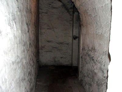 Klaustrofobiczny korytarz