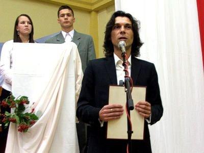 Cezary Czernatowicz przemawia na akademii z okazji Dnia Edukacji Narodowej