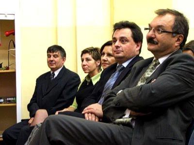 Władze powiatu, dyrektor Katarzyna Żak i zaproszeni goście