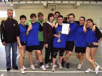 Mistrzowska drużyna dziewcząt z ZSE