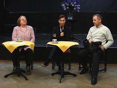 Eugenia Wolska, Alicja Burchardt i Jan Samerdak podczas spotkania z widzami telewizji lokalnej