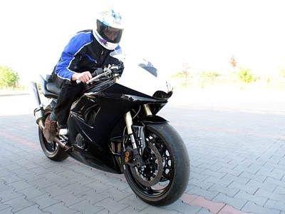 Daniel Biedrawa na swoim tuningowanym motocyklu
