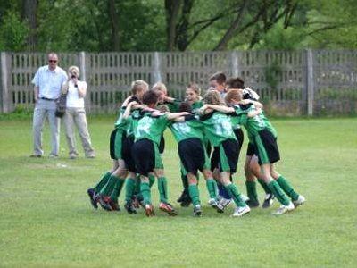 Po zakończeniu turnieju młodzi bolesławianie cieszyli się ze zwycięstwa