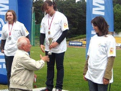 Dekoracji najlepszych zawodników SAC 2008 dokonał Zdzisław Hoffmann, mistrz świata w trójskoku z 1983 r.