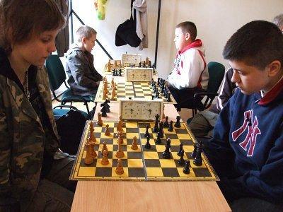 Uczestnicy mitingu szachowego