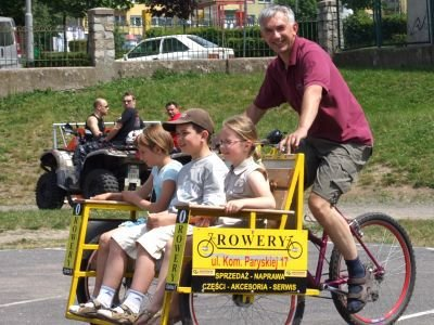 Dużym powodzeniem cieszyły się przejażdżki rikszą