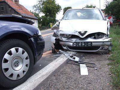 Kierowca Alfy Romeo uderzył na koniec w Volkswagena Passata