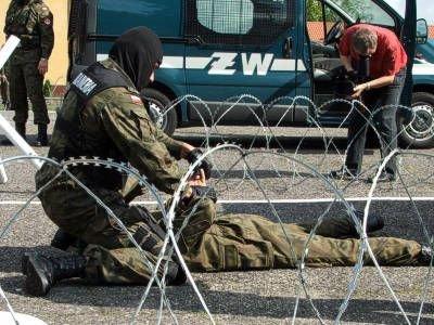 W trakcie ceremonii pożegnalnej odbył się pokaz umiejętności bolesławieckich żołnierzy