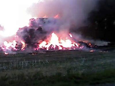 Strażacy przez kilka godzin gasili płonącą słomę