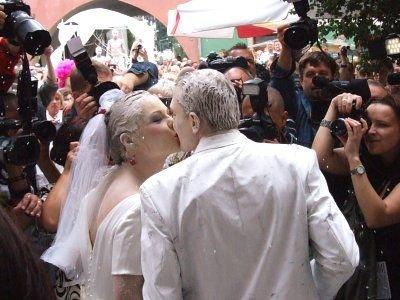 Ślub glinoludów wywołał medialną sensację
