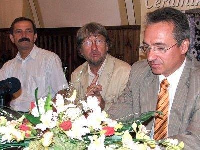 Od lewej: burmistrz Lwówka Śląskiego Ludwik Kaziów, Andrzej Kosendiak i Piotr Roman