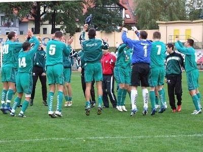 Po meczu piłkarze BKS odtańczyli taniec radości