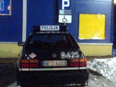 Zdjęcie wykonane w Bolesławcu zimą 2007 roku. Auto stało zaparkowane przed Hypernovą (obecnie Carrefour).