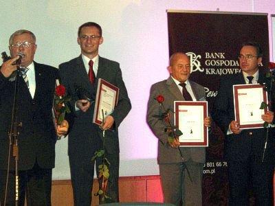 Wyróżnienie dla Bolesławca odebrał prezydent Piotr Roman (na zdjęciu: pierwszy z prawej)