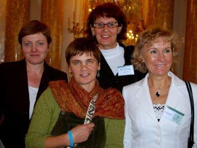 Uhonorowane nauczycielki z Janiną Ochojską (druga z lewej)
