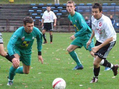 Sławomir Iskrzak (po lewej) wywalczył rzut karny