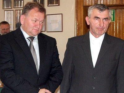 Od lewej: Leopold Wołoszyn i Michał Bojanowski, nowy wiceprzewodniczący Rady Powiatu