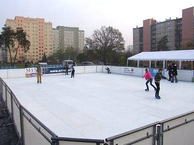 Sztuczne lodowisko zamontowano na Placu ks. Popiełuszki