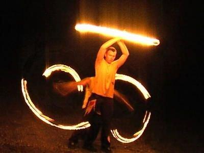 Nocne pokazy w wykonaniu grupy Pironix wyglądają bardzo efektownie
