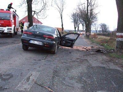 Auto jechało w kierunku Bolesławca. Po zderzeniu odwróciło się w kierunku Łazisk