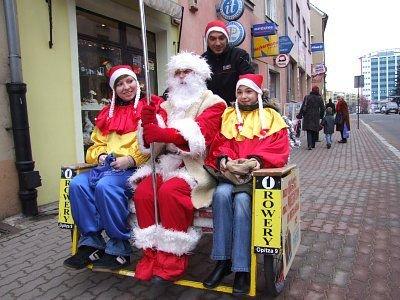 Mikołaj przemierzał bolesławieckie ulice w rikszy