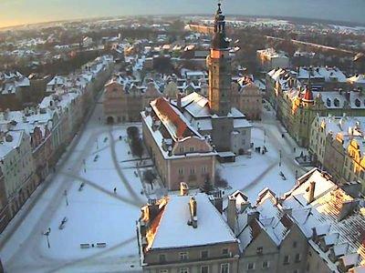 Widok z naszej kamery na zaśnieżony bolesławiecki Rynek