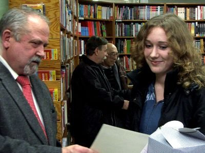 Paulina Antoniewicz odbiera nagrodę