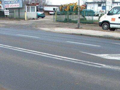 Kierowcy wyjeżdżający z terenu hurtowni muszą skręcać w prawo