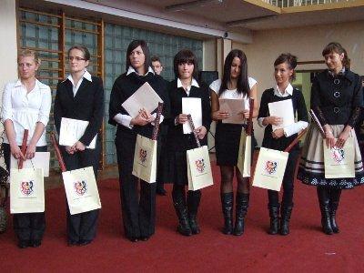 Certyfikaty otrzymało 15 uczniów szkoły
