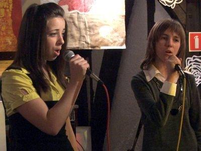 Otwarcie wystawy uświetnił występ uczestniczek zajęć pracowni wokalnej MDK