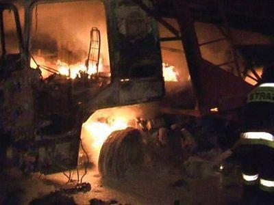 Kierowcy ciężarówki udało się wydostać, zanim jego kabina spłonęła