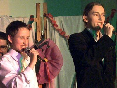 """Karol Lisiecki (po lewej) i Maciej Cierniak zaprezentowali własną wersję piosenki """"Sex appeal"""""""