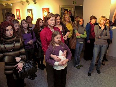 Na otwarcie wystawy w Bolesławcu przyszły prawie same kobiety
