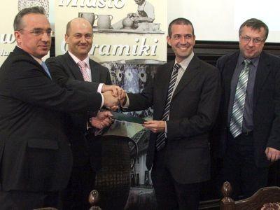 Drugi z prawej: Enrique Martinez. Drugi z lewej: Mirosław Greber