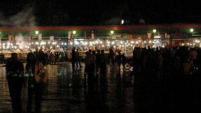 Jamaa El Fna: widok w nocy