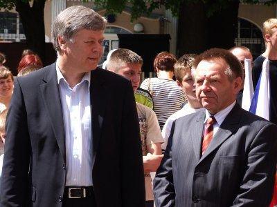 Zawody rozegrano pod patronatem wicemarszałka Sejmu Jerzego Szmajdzińskiego (po lewej)