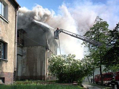 Pożar wybuchł w kamienicy przy ulicy Spokojnej, naprzeciwko stadionu