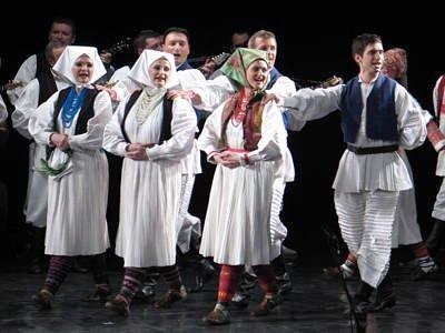 Tancerki i tancerze chorwackiego zespołu Lado