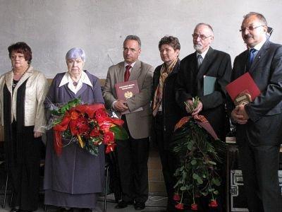 Od lewej: Ewa Hryciów, Janina Piestrak-Babijczuk, Piotr Roman, Kornelia Ordon, Andrzej Dutkowski, Cezary Przybylski